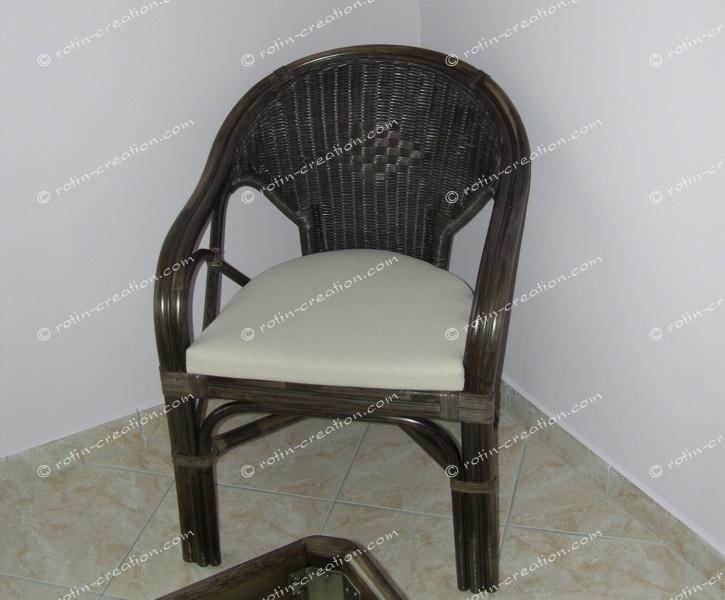 fauteuil agnes fauteuil en rotin avec coussin. Black Bedroom Furniture Sets. Home Design Ideas