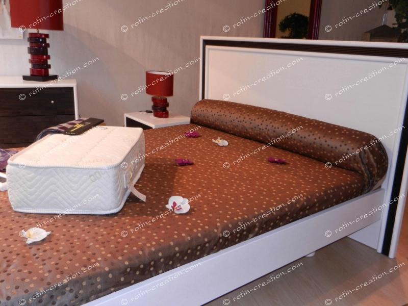 lit vienne en teinte blanc et caf t te de lit et. Black Bedroom Furniture Sets. Home Design Ideas